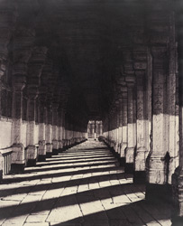 Aisle on the south side of the Puthu Mundapum, from the western portico. [Pudu Mandapa, Minakshi Sundareshvara Temple, Madurai]